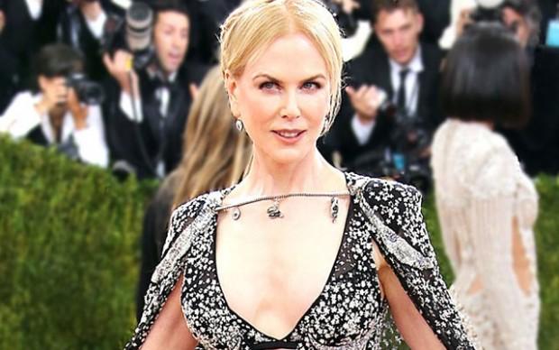 Николь Кидман избавилась от силиконовых имплантатов груди