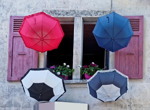 Зонт — символ власти и богатства