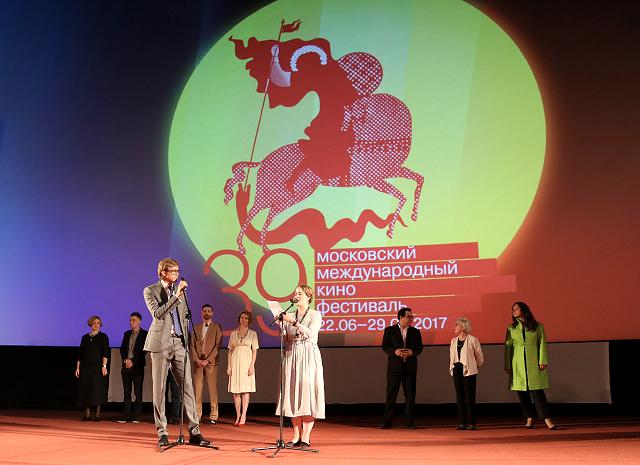 Глубокая разморозка на ММКФ-2017: репортаж HELLO.RU с премьеры фильма «Карп отмороженный»