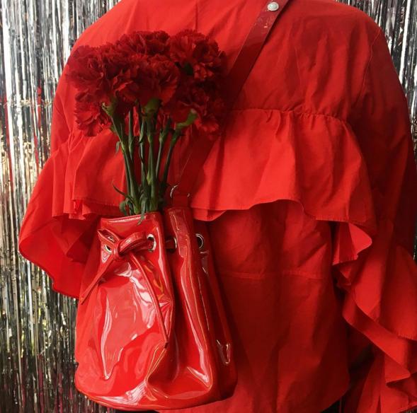 Красный может быть базовым цветом гардероба