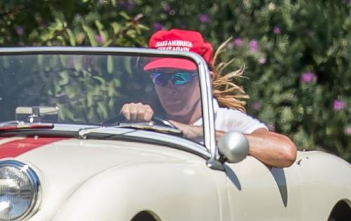 Кейтлин Дженнер случайно одела кепку в поддержку Трампа