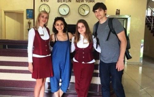 Мила Кунис посетила свой родной город в Украине вместе с Эштоном Катчером