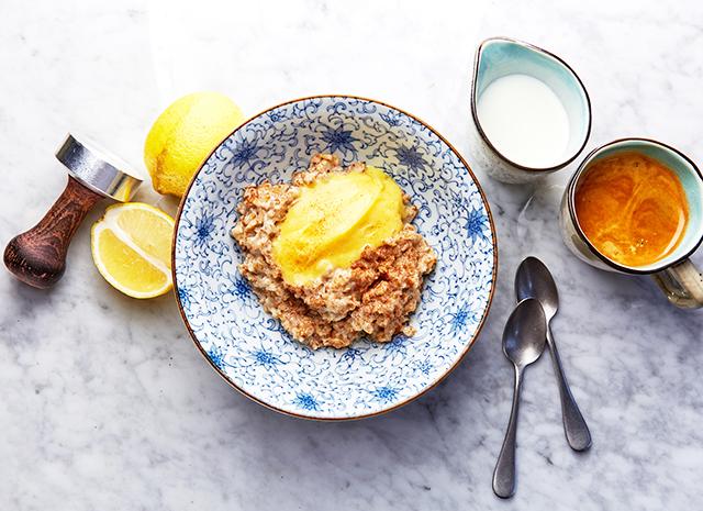 Рецепт для воскресного завтрака: овсяная каша с лимонным кремом